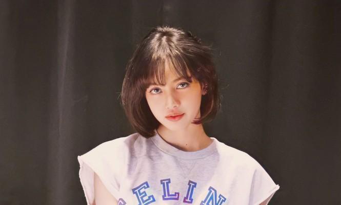 Lisa bỗng dưng chuyển sang tóc mái thưa, mới được trả 5 tỷ won hay sao mà chịu lộ trán? - ảnh 2