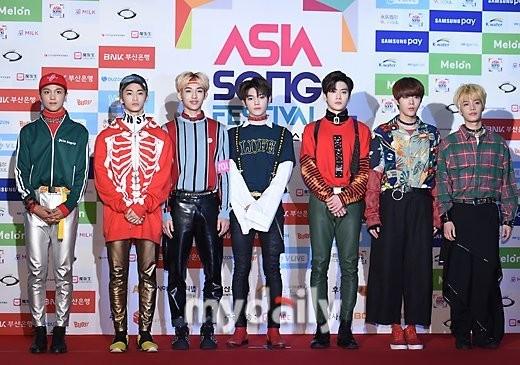 SM Ent có thù oán gì với thảm đỏ mà nhất định phải cho idol nhà mình mặc siêu xấu? - ảnh 10