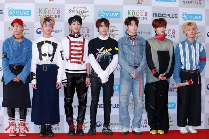 SM Ent có thù oán gì với thảm đỏ mà nhất định phải cho idol nhà mình mặc siêu xấu? - ảnh 11