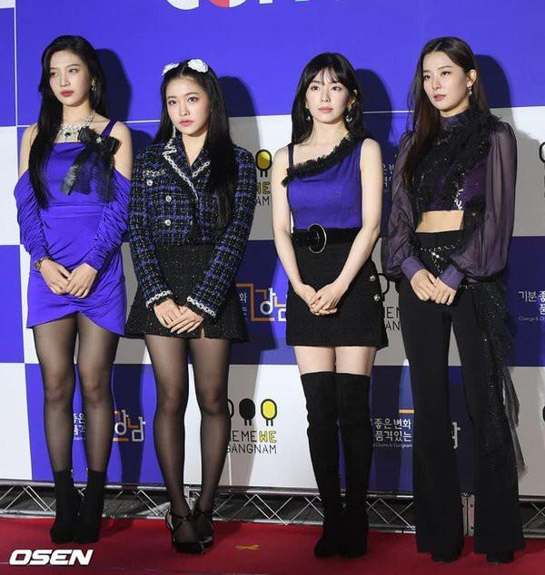 SM Ent có thù oán gì với thảm đỏ mà nhất định phải cho idol nhà mình mặc siêu xấu? - ảnh 2