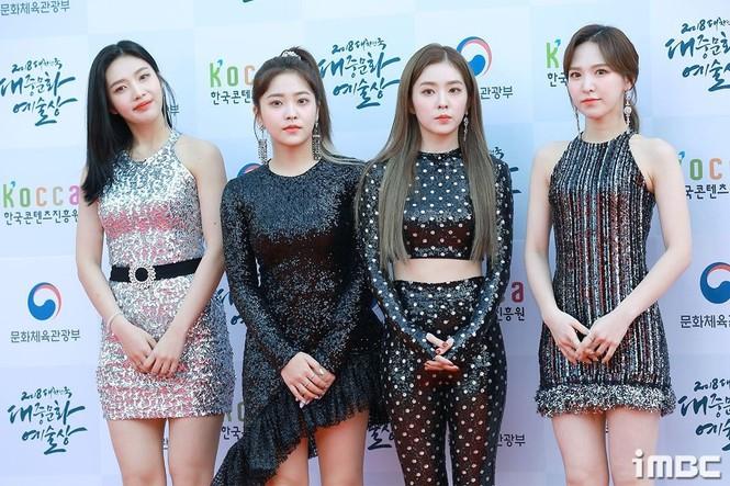 SM Ent có thù oán gì với thảm đỏ mà nhất định phải cho idol nhà mình mặc siêu xấu? - ảnh 3