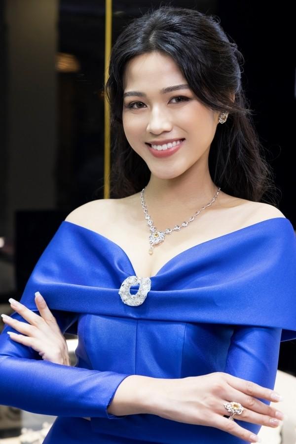Chọn đúng trang phục trang điểm, Hoa hậu Đỗ Thị Hà xinh đẹp quý phái như công nương - ảnh 2