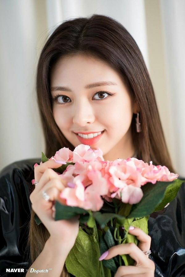 Nhan sắc trước debut của Yuna (ITZY) xuất sắc cỡ nào mà netizen không thể tìm được ảnh xấu? - ảnh 1