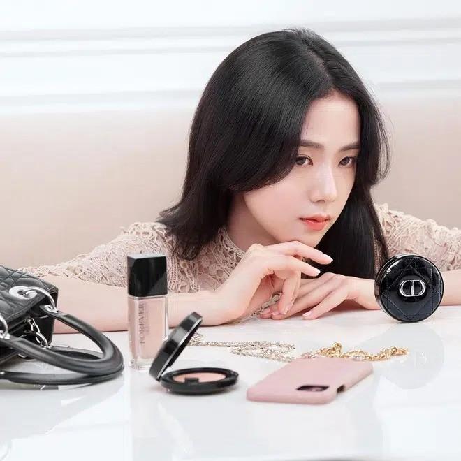Dior cùng lúc tung ảnh mới của Jisoo và Angela Baby: Nàng thơ nào xinh đẹp ấn tượng hơn? - ảnh 5