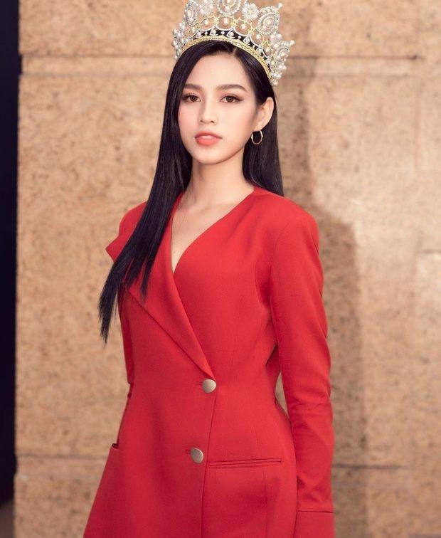 Hoa hậu Đỗ Thị Hà chọn lựa trang phục khéo thế nào mà được netizen khen tấm tắc? - ảnh 5