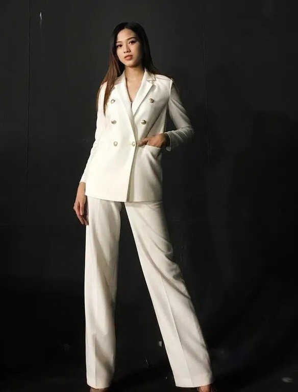 Hoa hậu Đỗ Thị Hà chọn lựa trang phục khéo thế nào mà được netizen khen tấm tắc? - ảnh 6
