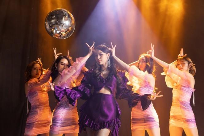 Vừa debut làm ca sĩ, Phí Phương Anh đã bị nghi ngờ sao chép tạo hình của Jennie  - ảnh 1
