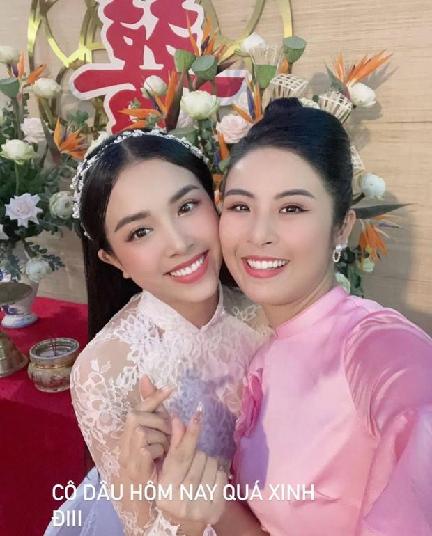 """Hoa hậu Tiểu Vy, Mỹ Linh làm """"con gái miền Tây"""" xinh hết nấc trong đám cưới Á hậu Thúy An - ảnh 7"""