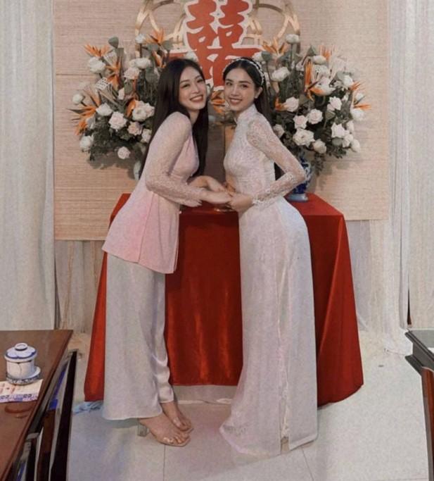 """Hoa hậu Tiểu Vy, Mỹ Linh làm """"con gái miền Tây"""" xinh hết nấc trong đám cưới Á hậu Thúy An - ảnh 4"""