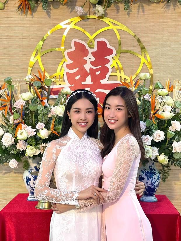"""Hoa hậu Tiểu Vy, Mỹ Linh làm """"con gái miền Tây"""" xinh hết nấc trong đám cưới Á hậu Thúy An - ảnh 3"""