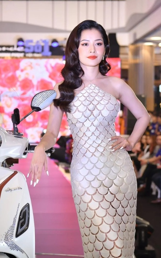 Mặc cùng bộ váy tiên cá, Hoa hậu Đỗ Thị Hà hay Lương Thùy Linh khác biệt ra sao? - ảnh 7