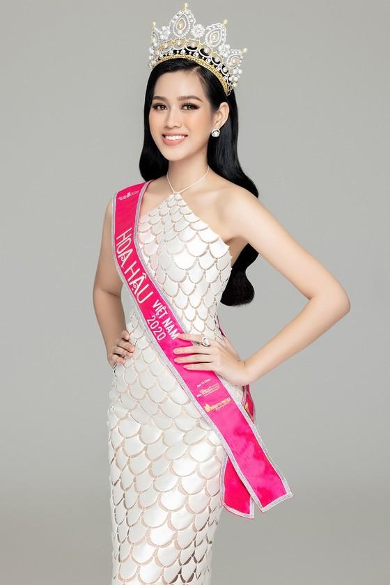 Mặc cùng bộ váy tiên cá, Hoa hậu Đỗ Thị Hà hay Lương Thùy Linh khác biệt ra sao? - ảnh 2