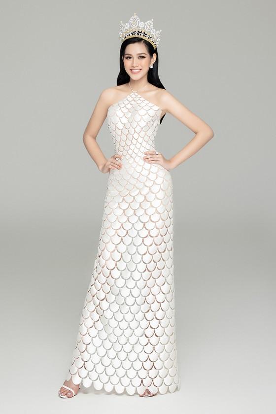 Mặc cùng bộ váy tiên cá, Hoa hậu Đỗ Thị Hà hay Lương Thùy Linh khác biệt ra sao? - ảnh 3