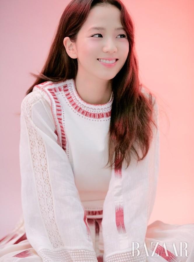 """Nhìn lại """"lục đại tạp chí"""" mà Jisoo đã mở khóa thành công: Ngày càng lên hương nhan sắc - ảnh 9"""