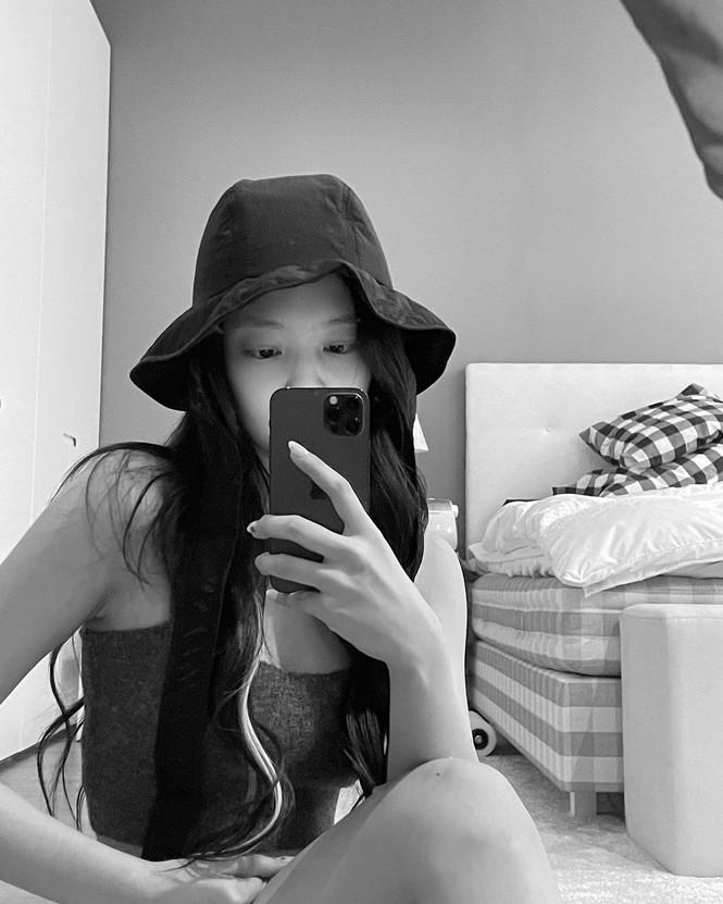 Netizen giật mình khi bóc giá giường ngủ của Jennie: Giàu vậy ai chơi lại! - ảnh 7