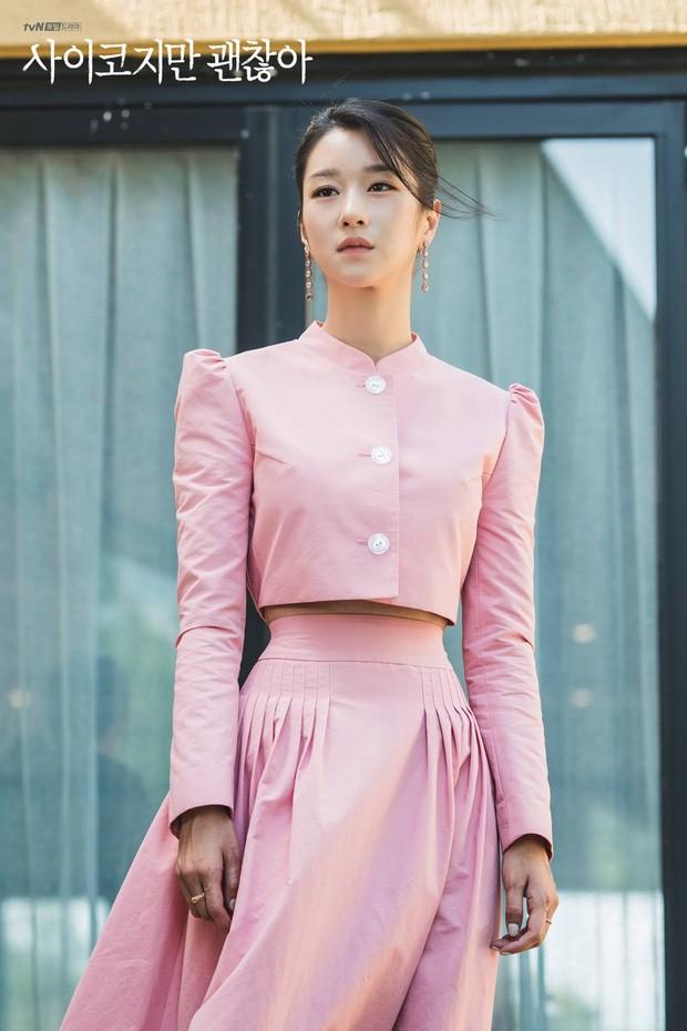 Váy cạp cao khoe eo thon như Seo Ye Ji đang thành chân ái của sao K-Biz - ảnh 1