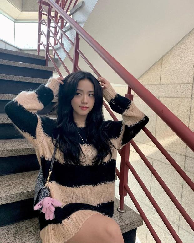 """Sooyoung hai lần đụng hàng Jisoo: Đẳng cấp của SNSD lẫn BLACKPINK đúng """"đỉnh của chóp"""" - ảnh 2"""