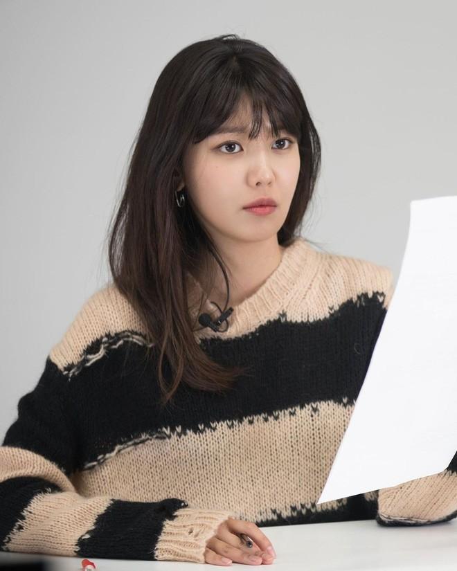 """Sooyoung hai lần đụng hàng Jisoo: Đẳng cấp của SNSD lẫn BLACKPINK đúng """"đỉnh của chóp"""" - ảnh 4"""