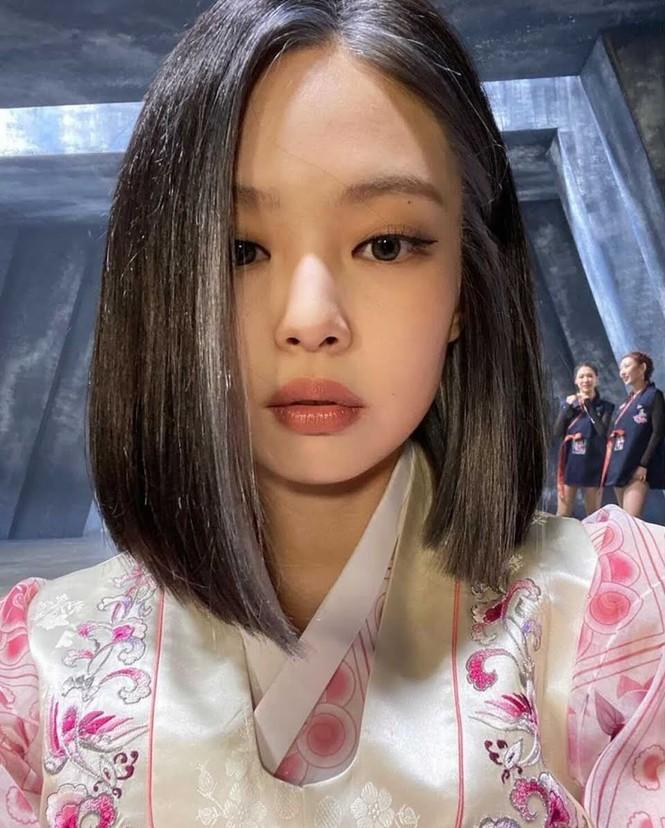 Nhìn lại 7749 kiểu tóc của Jennie: Ngay cả kiểu kỳ quặc nhất cũng vẫn thấy xinh - ảnh 13