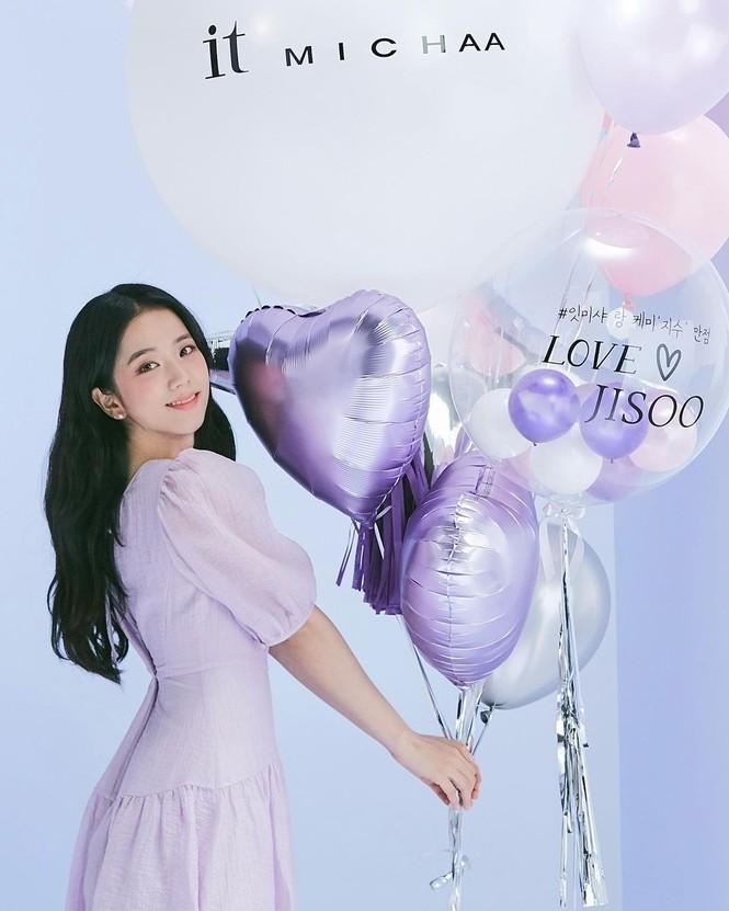 Jisoo (BLACKPINK) liệu có tụt hạng khi chỉ là đại sứ cho thương hiệu thời trang nội địa? - ảnh 1