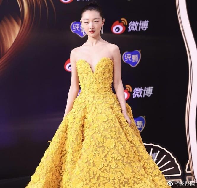 Màu vàng lên ngôi tại đêm hội Weibo: Do vô tình đụng hàng hay là xu hướng mới? - ảnh 4