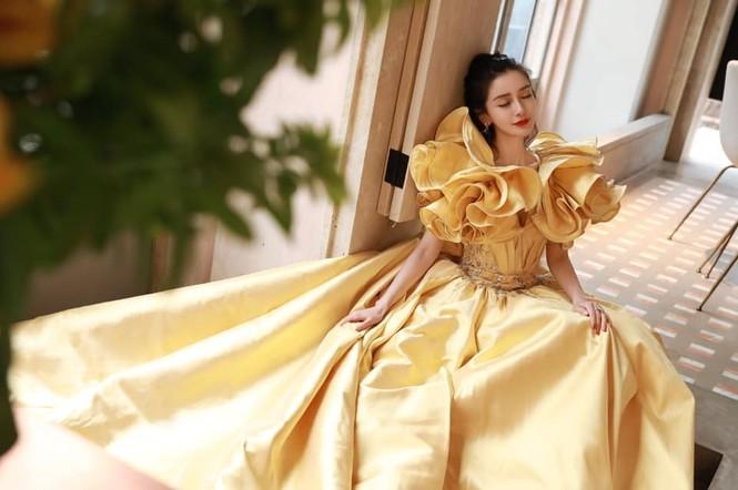 Màu vàng lên ngôi tại đêm hội Weibo: Do vô tình đụng hàng hay là xu hướng mới? - ảnh 1