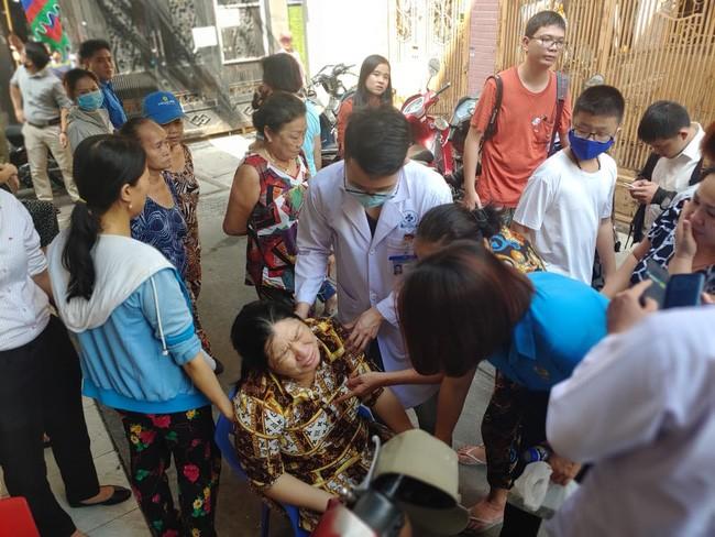 Toàn cảnh vụ cây phượng bật gốc đè vào người học sinh gây thương vong tại trường Bạch Đằng - ảnh 7