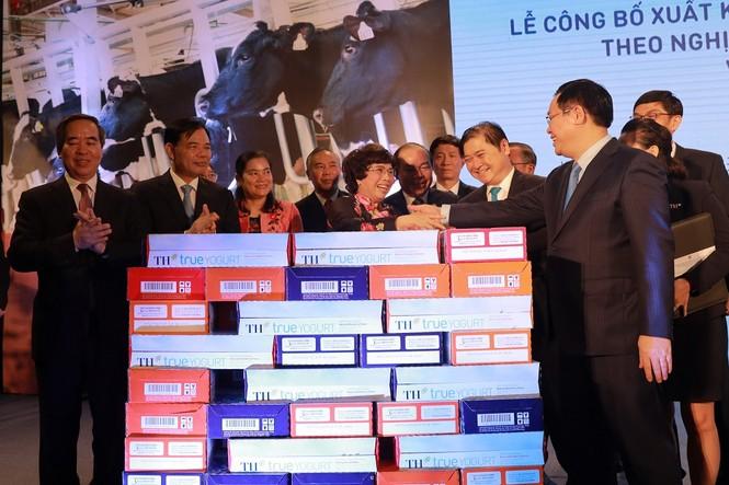 Việt Nam xuất khẩu lô sữa chính ngạch đầu tiên sang Trung Quốc - ảnh 1