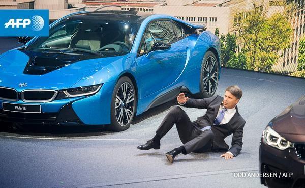 CEO BMW bỗng dưng ngất xỉu khi đang họp báo - ảnh 1