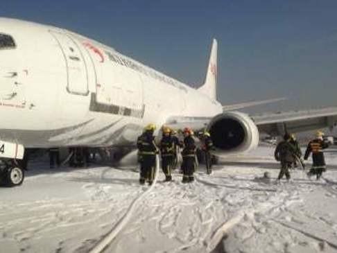 Máy bay hạ cánh khẩn cấp vì bị nổ lốp - ảnh 1