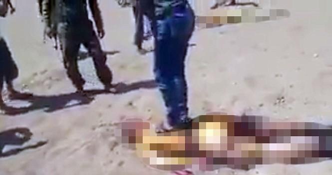 Thi thể quân nhân Nga bị kéo lê ở Syria? - ảnh 1