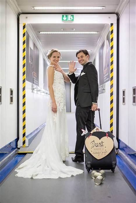 Cặp đôi làm đám cưới trên máy bay - ảnh 2