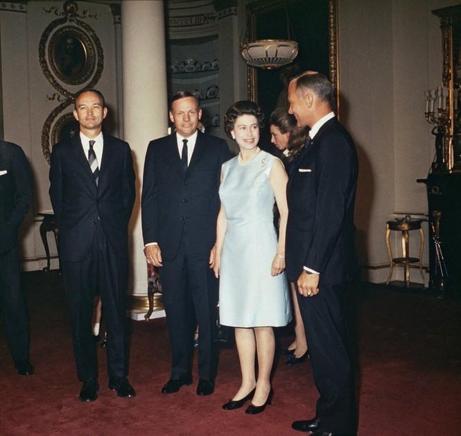 Những khoảnh khắc ấn tượng trong suốt 65 năm trị vì của Nữ hoàng Anh - ảnh 9