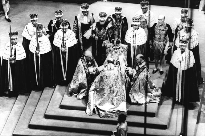 Những khoảnh khắc ấn tượng trong suốt 65 năm trị vì của Nữ hoàng Anh - ảnh 1