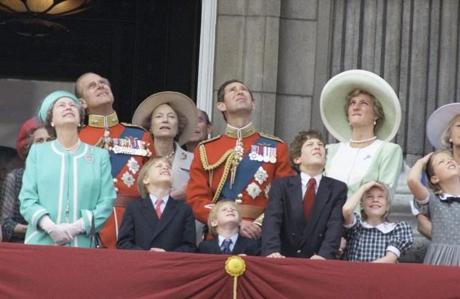 Những khoảnh khắc ấn tượng trong suốt 65 năm trị vì của Nữ hoàng Anh - ảnh 15