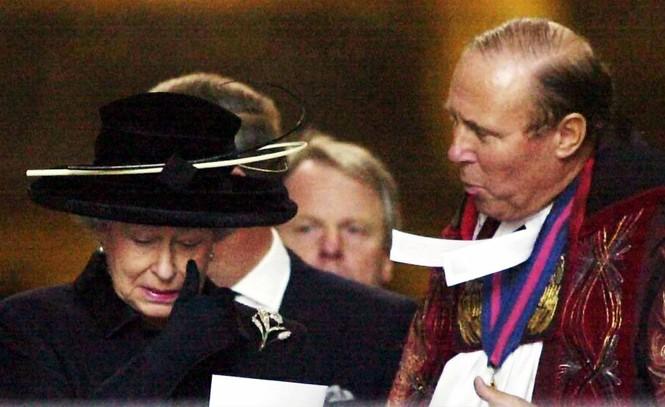 Những khoảnh khắc ấn tượng trong suốt 65 năm trị vì của Nữ hoàng Anh - ảnh 18
