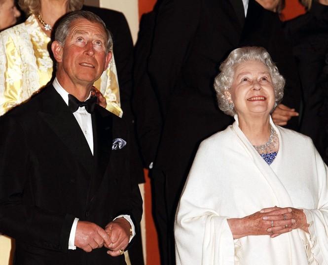 Những khoảnh khắc ấn tượng trong suốt 65 năm trị vì của Nữ hoàng Anh - ảnh 19