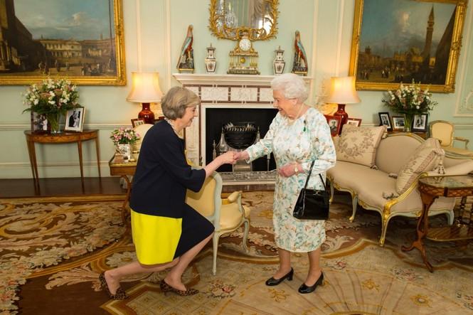 Những khoảnh khắc ấn tượng trong suốt 65 năm trị vì của Nữ hoàng Anh - ảnh 21