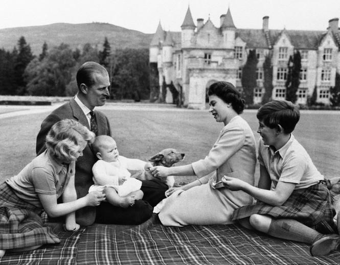 Những khoảnh khắc ấn tượng trong suốt 65 năm trị vì của Nữ hoàng Anh - ảnh 3