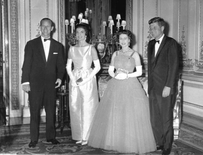 Những khoảnh khắc ấn tượng trong suốt 65 năm trị vì của Nữ hoàng Anh - ảnh 4