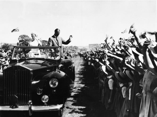 Những khoảnh khắc ấn tượng trong suốt 65 năm trị vì của Nữ hoàng Anh - ảnh 5