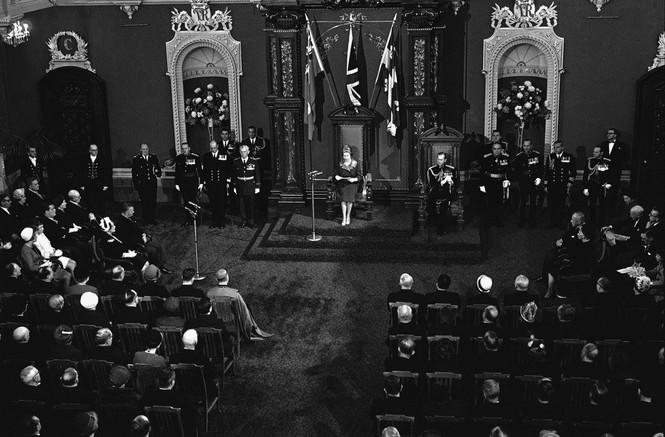 Những khoảnh khắc ấn tượng trong suốt 65 năm trị vì của Nữ hoàng Anh - ảnh 6