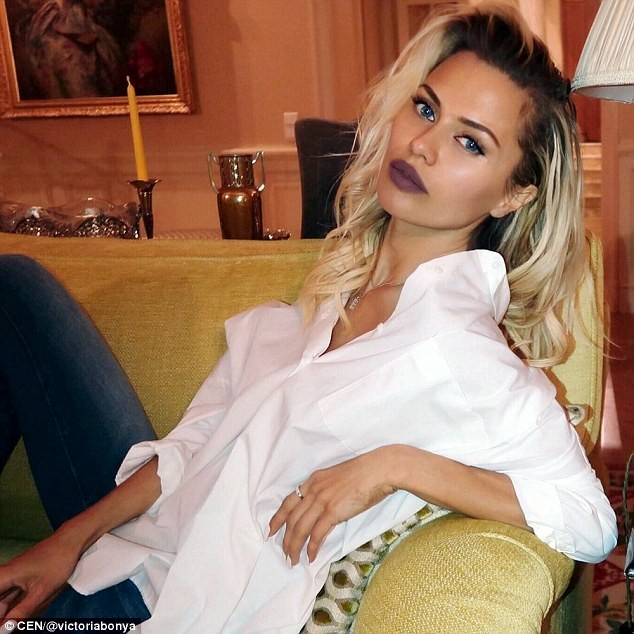 """Vẻ nóng bỏng của siêu mẫu Nga bị cảnh sát Mỹ """"sờ gáy"""" vì nghi gián điệp - ảnh 1"""