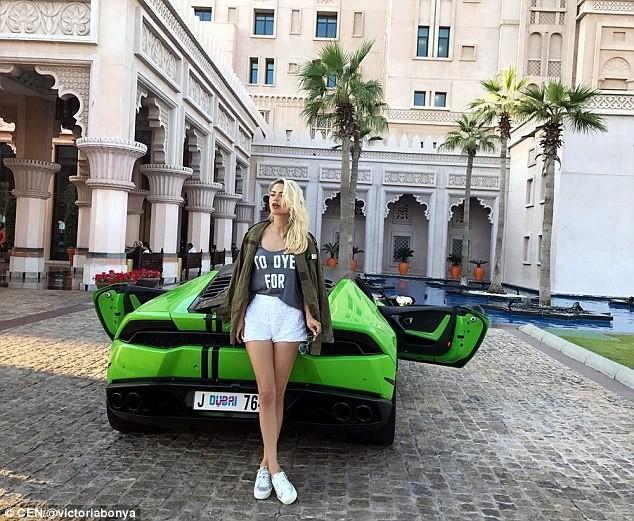 """Vẻ nóng bỏng của siêu mẫu Nga bị cảnh sát Mỹ """"sờ gáy"""" vì nghi gián điệp - ảnh 4"""