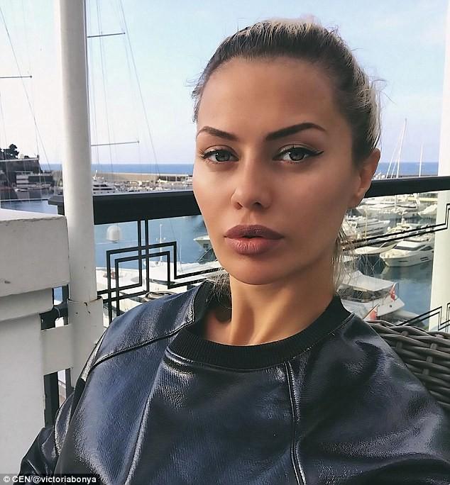 """Vẻ nóng bỏng của siêu mẫu Nga bị cảnh sát Mỹ """"sờ gáy"""" vì nghi gián điệp - ảnh 5"""