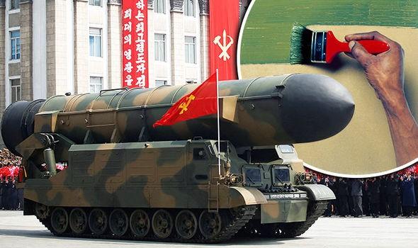 Nghi vấn tên lửa Triều Tiên xuất hiện trong duyệt binh là giả - ảnh 1
