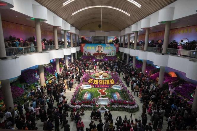 Giữa tâm bão, người dân Triều Tiên vẫn bình thản lạ thường - ảnh 10