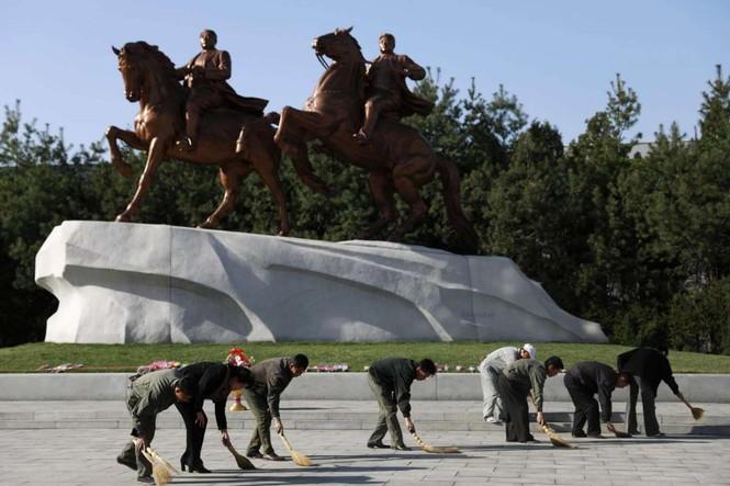 Giữa tâm bão, người dân Triều Tiên vẫn bình thản lạ thường - ảnh 1