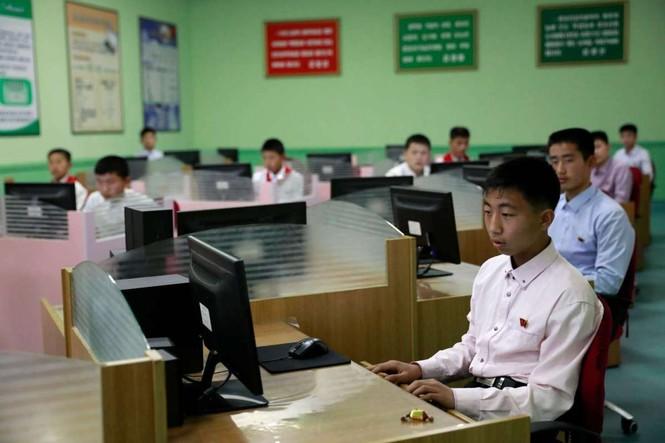 Giữa tâm bão, người dân Triều Tiên vẫn bình thản lạ thường - ảnh 2