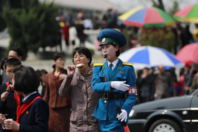 Giữa tâm bão, người dân Triều Tiên vẫn bình thản lạ thường - ảnh 7